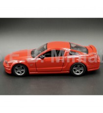FORD MUSTANG GT 5.0 2006 ROUGE 1:24 MAISTO