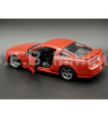 FORD MUSTANG GT 5.0 2006 ROUGE 1:24 MAISTO PORTE OUVERTE