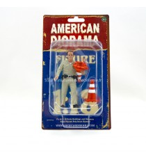"FIGURINE POLICIER II USA "" RAMASSANT LES CÔNES ROUTIERS "" 1:18 AMERICAN DIORAMA"