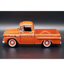 CHEVROLET CHEVY APACHE FLEETSIDE PICK-UP DE 1958 ORANGE 1:24 MOTORMAX
