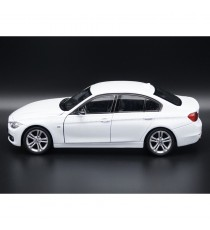 BMW 335i F30 BLANC 1:24 WELLY