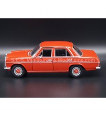 MERCEDES 220 W115 DE 1968 ROUGE 1:24 WELLY