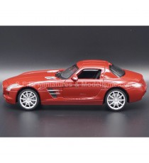 MERCEDES AMG SLS 6.0 ( C197 ) ROUGE 1:24 WELLY