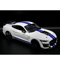 FORD MUSTANG SHELBY GT500 2020 BLANC / BLEU 1:18 MAISTO