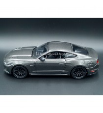 FORD MUSTANG GT 2015 GRISE 1:24 MAISTO